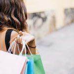 Lo shopping come nel medioevo  In Piazza del Campo